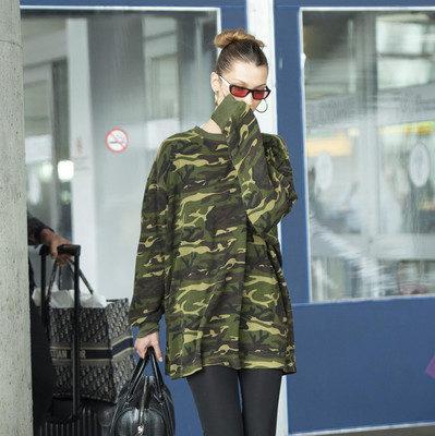 В униформе: Белла Хадид показала, как носить стиль милитари