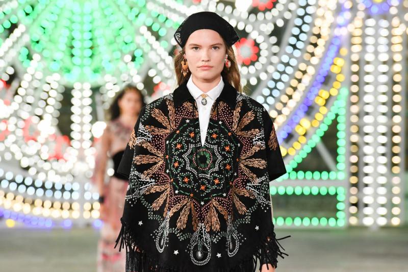 Ритуальные танцы и изысканное ремесло в новой коллекции Dior