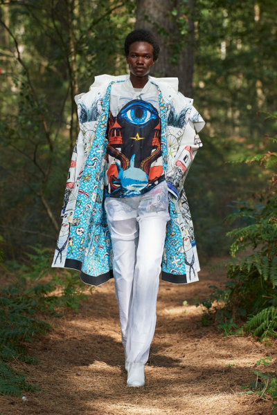 Escape from reality: Burberry showed a show in the magic forest